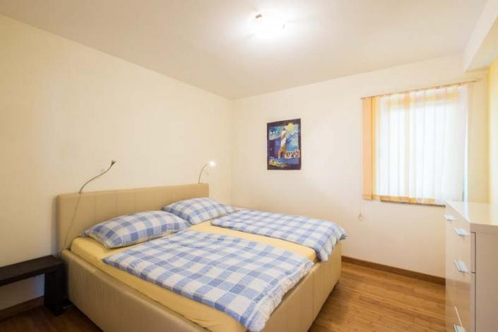 Schlafzimmer mit Doppelbett Apartment 1