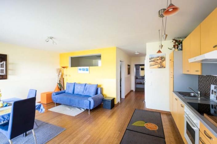 Wohnbereich mit Küche Apartment 2