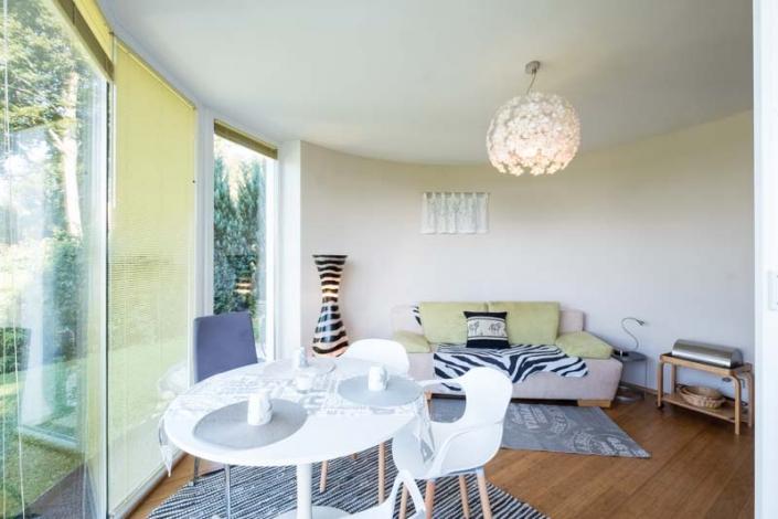 Esstisch und Sofa Apartment 3