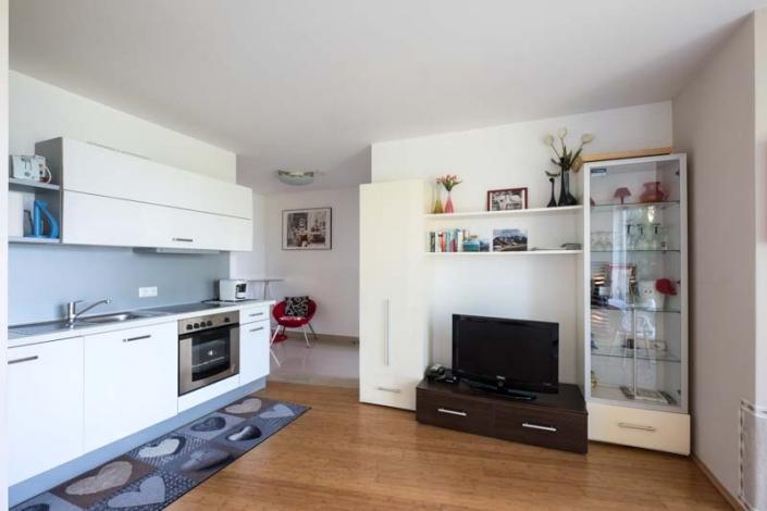 moderne voll ausgestattete Küche Apartment 3