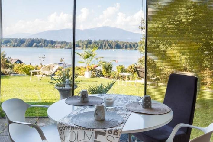 Esstisch mit herrlichen Blick auf den Faaker See